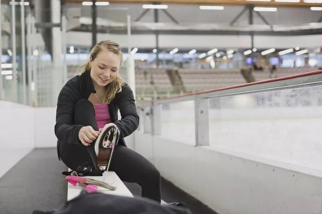اسکیت نمایشی روی یخ